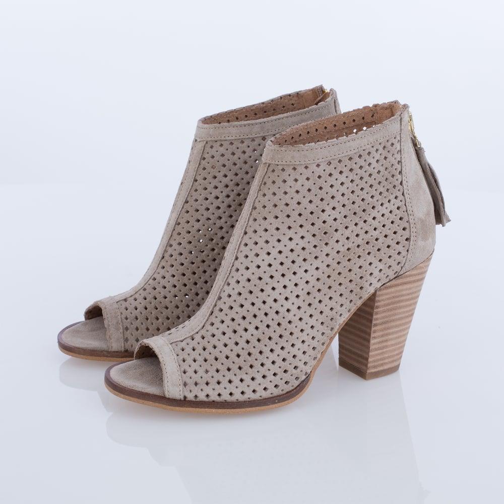 beige open toe shoes