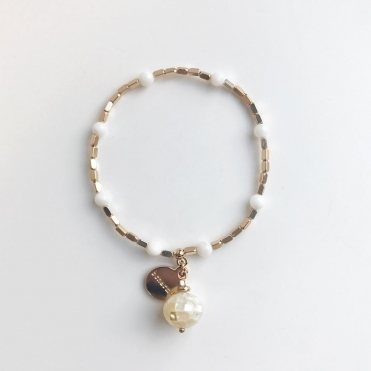 Meghan White Seashell And Gold Delicate Bracelet In Gold