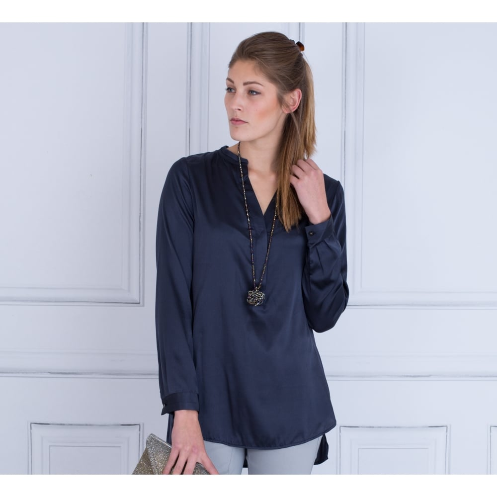 421a95e440b64 33-0716 Dea Kudibal Mandarin Collar Dip Hem Silk Blouse In Navy