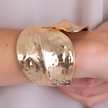 Hammered Gold Tone Snap Clasp Cuff in Gold